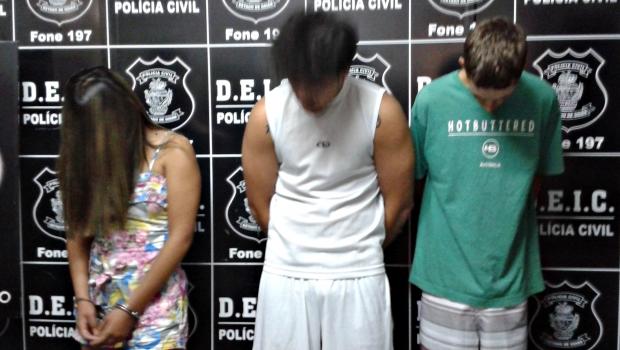 Carla Alves (esquerda), Samuel e Rafael (direita) | Foto: Laura Machado