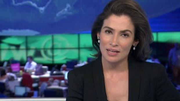 Apresentadora do Jornal Nacional, Renata Vasconcellos, deixa a impressão de que está insegura
