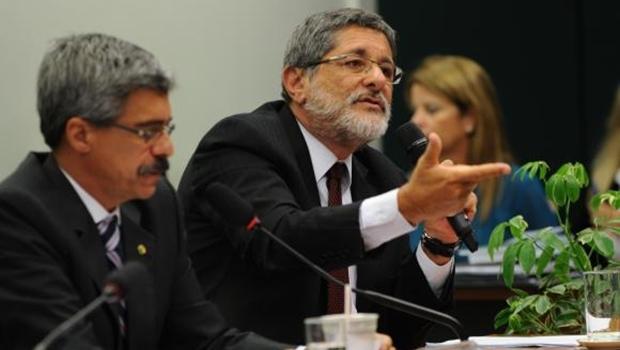 O ex-presidente da Petrobras José Sérgio Gabrielli depõe na Comissão Parlamentar de Inquérito (CPI) que investiga denúncias de irregularidades na estatal | Foto: Fabio Rodrigues Pozzebom/Agência Brasil