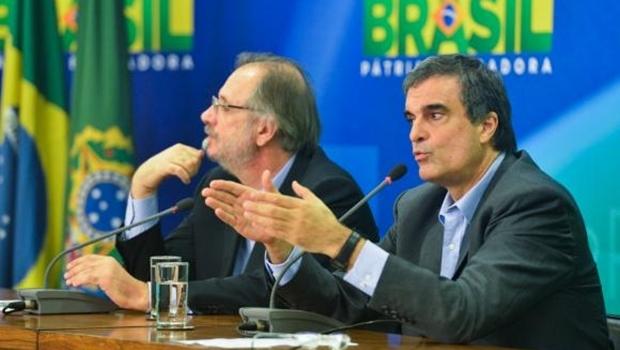 Ao lado de Rossetto, o ministro da Justiça, José Eduardo Cardozo, anuncia envio, ao Congresso Nacional, de pacote de medidas de combate à corrupção | Foto: Antônio Cruz/Agência Brasil