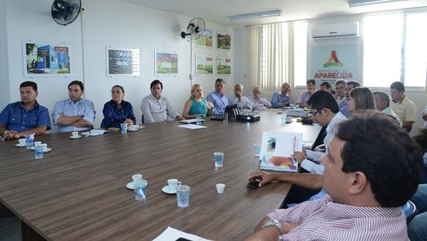 Programa que deve modernizar administração tributária é apresentado a Maguito e secretários municipais