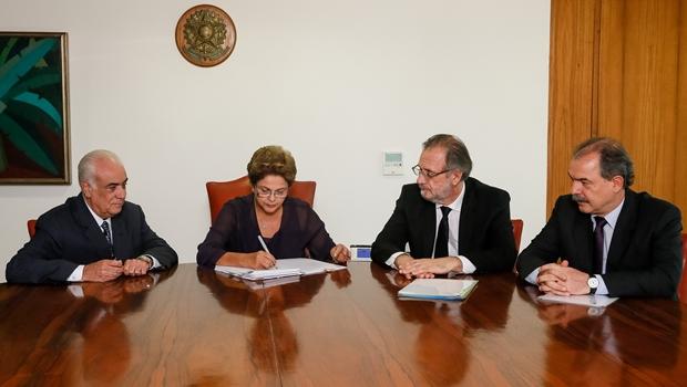 Dilma sanciona Lei dos Caminhoneiros   Foto: reprodução / Roberto Sruckert Filho / Presidência da República
