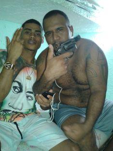 Presos portando armas dentro de penitenciária na Bahia | Foto: reprodução / Sinspeb