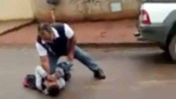 Filha de policial é agredida depois da aula e diretora afirma que situação saiu do controle