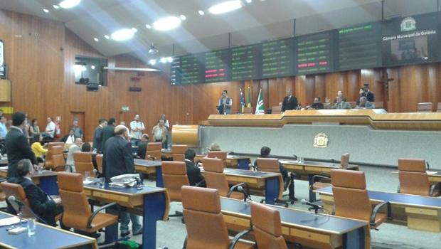 Depois de ter aprovado o projeto, Câmara volta atrás e mantém veto do prefeito à data-base
