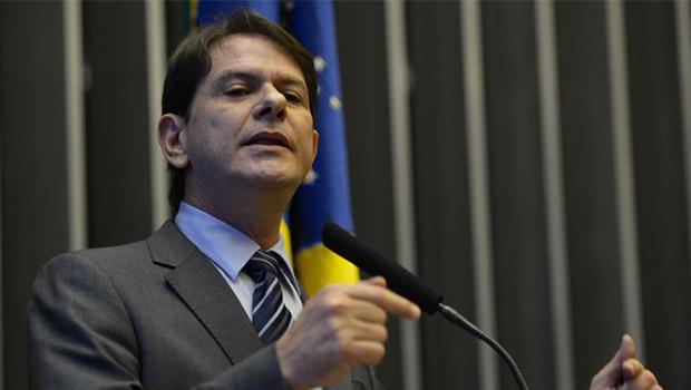 Após confusão com deputados, ministro Cid Gomes pede demissão
