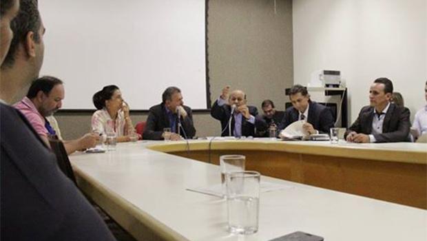 Com críticas a Paulo Garcia, CCJ articula projeto da data-base com sindicatos