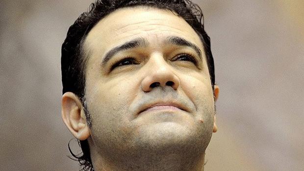Marco Feliciano propõe boicote à Natura por patrocínio de novela com beijo gay