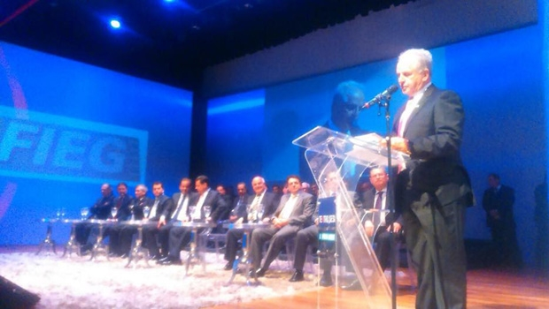 Presidente da Fieg, Pedro Alves de Oliveira, em discurso no Teatro Sesi / Foto: Siga Marconi