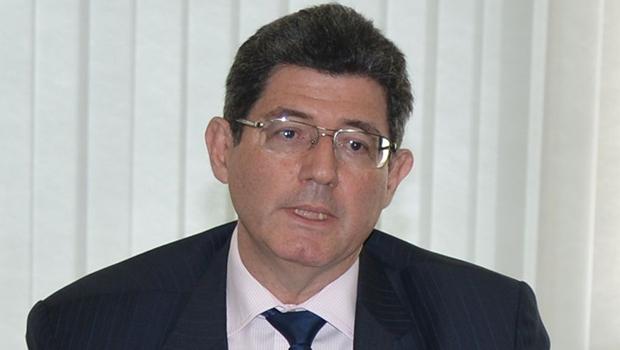 Ministro Joaquim Levy: precisa implantar um duro ajuste fiscal, mas não tem apoio nem do PT da presidente | Foto: Antonio Cruz/Agência Brasil