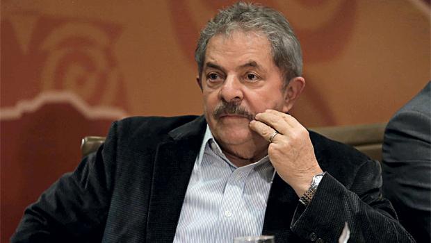 PF quer investigar Lula por envolvimento no petrolão, diz revista
