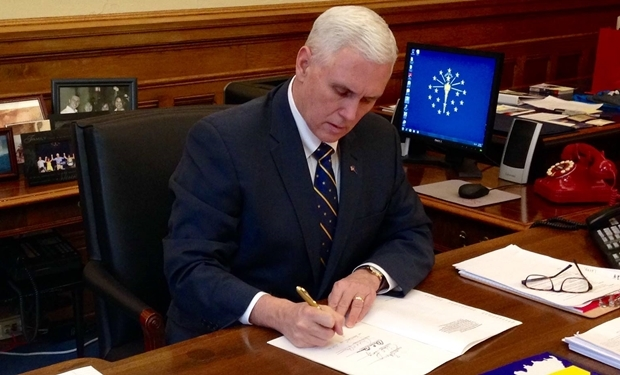 Governador de Indiana, Mike Pence, foi criticado pela lei | Foto: reprodução / Facebook