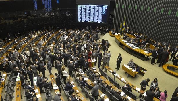Relator contraria TCU e recomenda aprovação das contas de Dilma