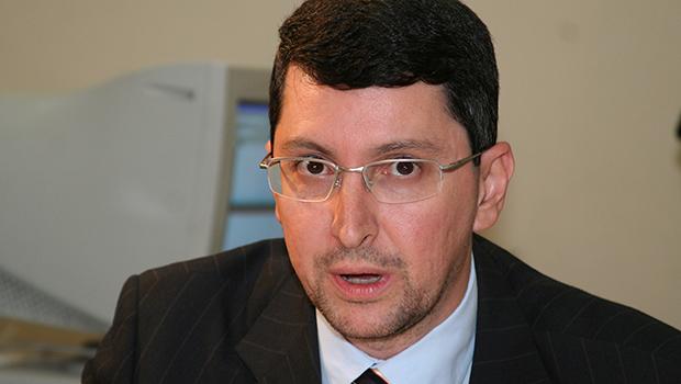 Krebs usa avião na sua campanha para presidente da Associação Goiana do MP