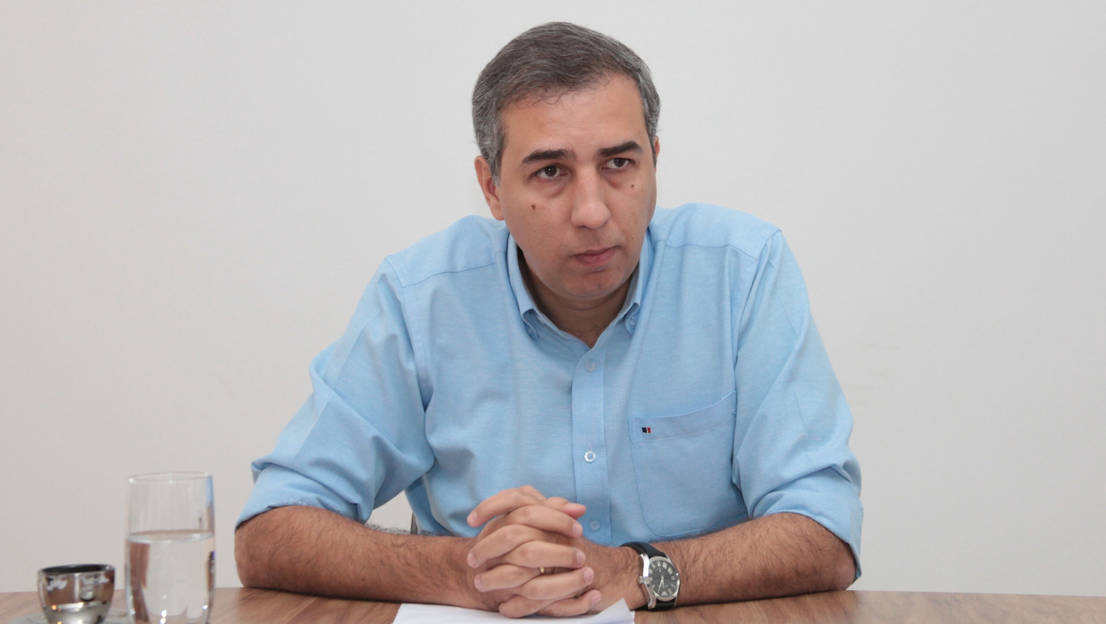 José Eliton participa do velório de Thomaz Alckmin