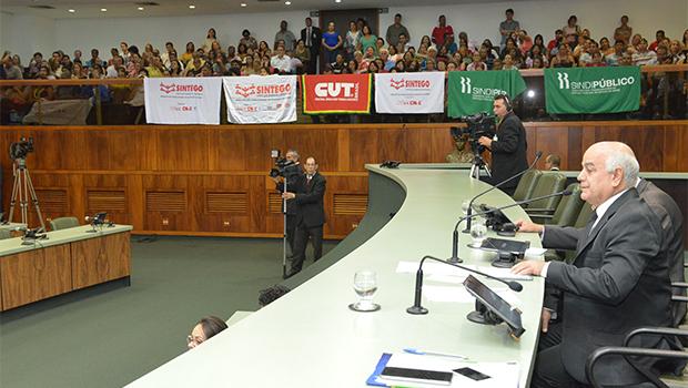 Após pressão, líder do governo retira projeto relativo a quinquênio da pauta de votação