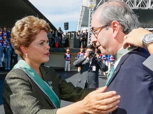 Presidente Dilma entrega condecoração ao presidente da Câmara, Eduardo Cunha: o comando do País | Foto: Roberto Stuckert Filho | PR