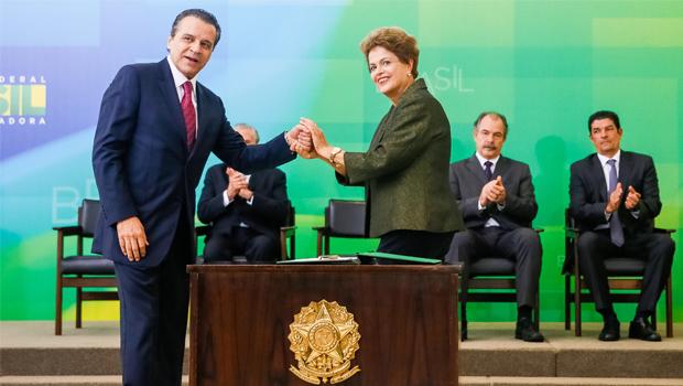 Henrique Alves toma posse no Turismo e promete ajudar na articulação política