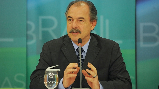 É preciso ter humildade, diz Mercadante sobre queda da aprovação do governo