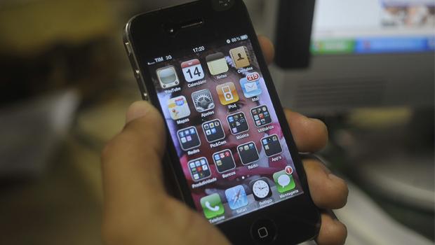 Deputado quer liberar uso de celular por alunos na sala de aula