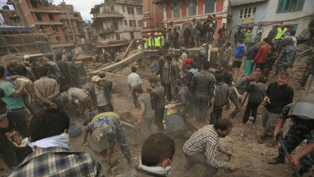 Número de mortes confirmadas em terremoto no Nepal sobe para 7,9 mil