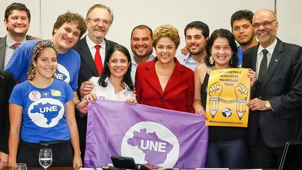 Dilma estuda abrir novos contratos do Fies no segundo semestre
