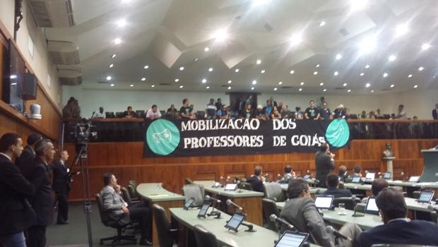 Professores manifestantes da Assembleia dizem que não querem negociar