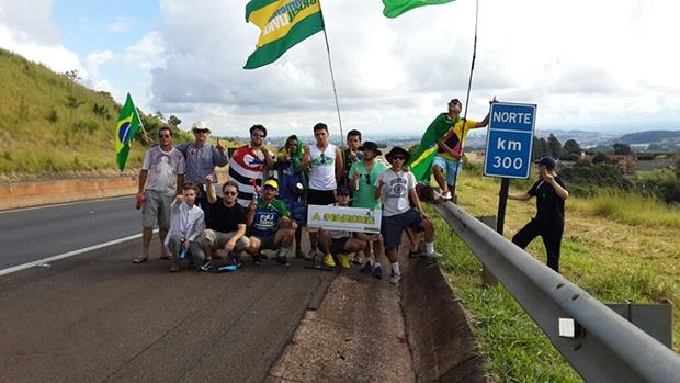 Movimento Brasil Livre (MBL) está na estrada rumo à Brasília para protocolar o pedido de impeachment da presidente Dilma Rousseff