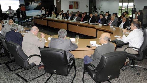 Governador Marcelo Miranda em reunião com secretariado: modelo de gestão respaldado em dois pilares — gestão por resultados e aproximação com cidadãos | Foto: Lia Mara