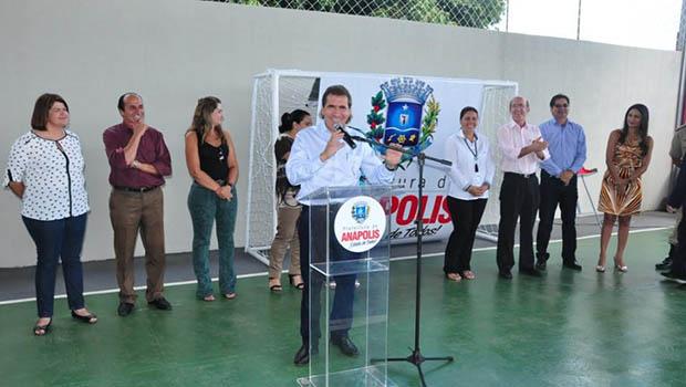 Prefeitura inaugura quadra poliesportiva de escola municipal