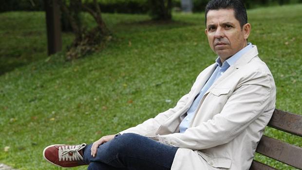 """Em """"A Segunda Pátria"""", Miguel Sanches Neto salva a pátria do ideologismo com o humanismo de seus personagens"""