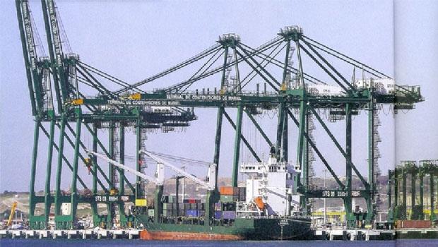 Porto de Mariel, em Cuba: quase 700 milhões de dólares para os ditadores Castro, enquanto a infraestrutura brasileira está sucateada