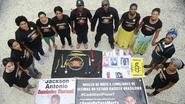 04/12/2014- Rio de Janeiro- RJ, Brasil- Mães e pais denunciam à Anistia Internacional uma série de crimes de assassinato, sequestro e desaparecimento de jovens negros em Salvador e outras cidades no Estado da Bahia | Foto: Fernando Frazão/ Agência Brasil