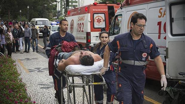 No Paraná, professor  que manifesta é tratado com bala | Foto: Gabriel Rosa/SMCS