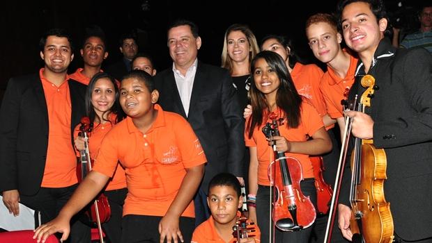 Governador Marconi Perillo (PSDB) prestigia concerto de orquestras no Teatro Goiânia | Foto: Wagnas Cabral