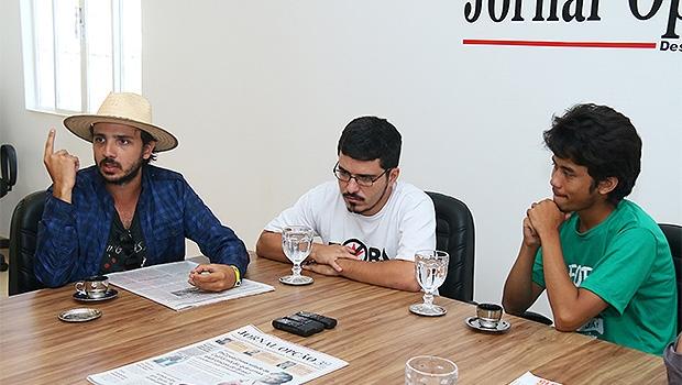 Kim Kataguiri (à direita) e outros integrantes do MBL, em entrevista ao Jornal Opção em 2015 | Foto: Fernando Leite/Jornal Opção