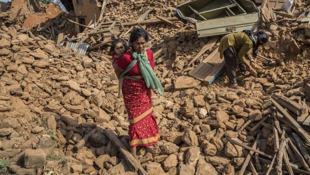 Número de mortos em terremoto no Nepal passa de 8 mil