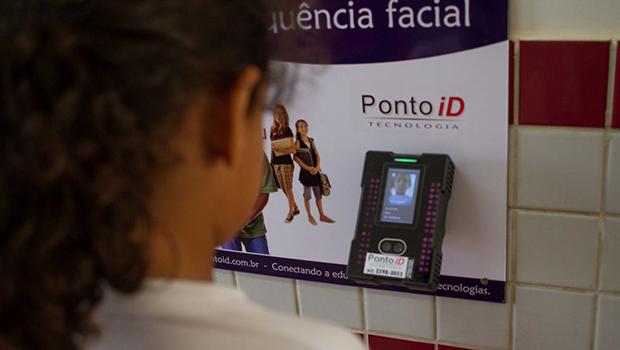 Tecnologia de ponta: colégio municipal conta com controle de frequência facial