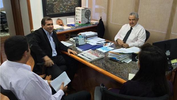 Prefeito João Gomes e o presidente da Saneago, José Taveira: parceria por obras de saneamento em Anápolis