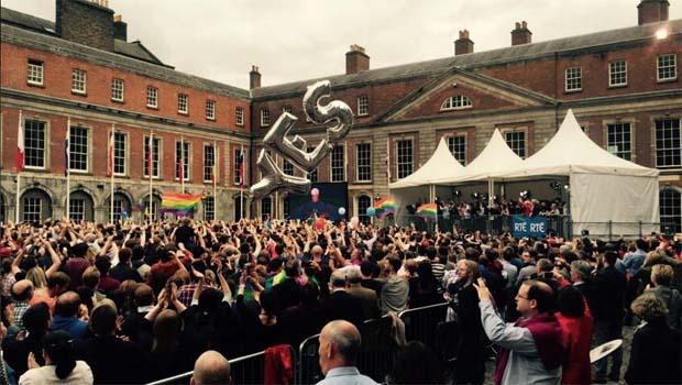 Irlanda aprova casamento gay com 62% dos votos