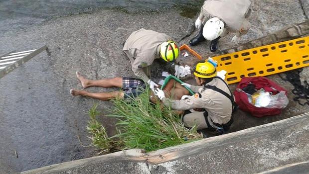 Manoel Messias dos Santos é resgatado pelos Bombeiros | Foto: Divulgação
