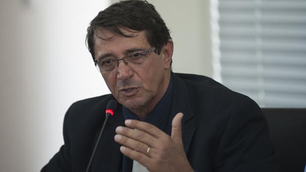 Deputados do PTB divulgamdiferentesversões sobre saída de Valcenôrde secretaria