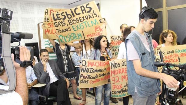 Militantes LGBT protestaram durante audiência | Foto: Francisco Carvalho