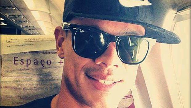 Jogador Bernardo, do Vasco, ameaça se matar em fotos enviadas a ex-namorada