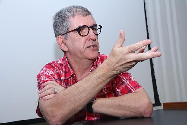 """""""O português brasileiro precisa ser reconhecido como uma nova língua. E isso é uma decisão política"""""""