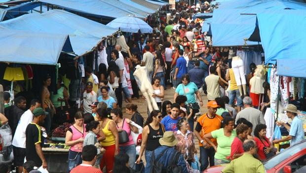 Protesto contra Feira Hippie às sextas-feiras fecha rua 44 em Goiânia