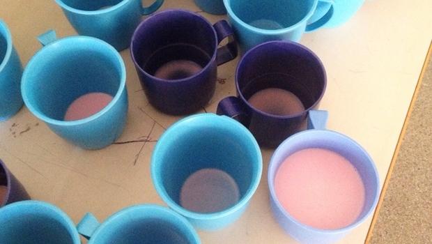Copos dos alunos da escola São Braz: café da manhã foi iogurte | Foto: arquivo pessoal