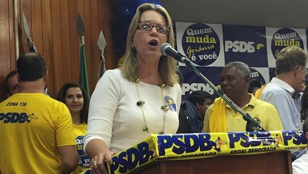 Secretária Lêda Borges discursa durante evento do PSDB em Goiânia: só volta para Valparaíso se for clamor do povo e decisão do governador | Foto: Alexandre Parrode