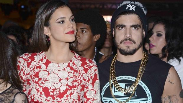 Bruna Marquezine e Caio Castro ficaram grudadinhos durante festa | Foto: Reprodução/TV Globo