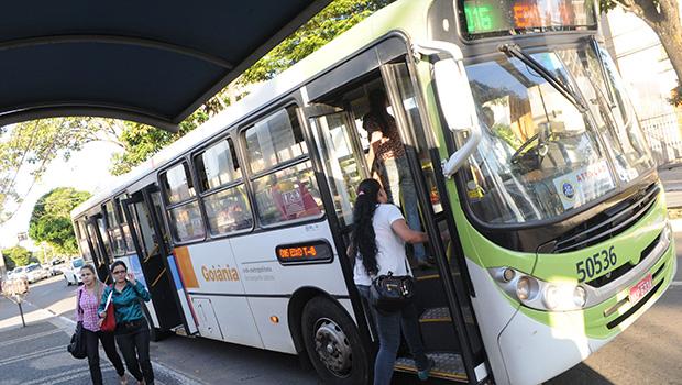 Aluna de Arquitetura da PUC Goiás relata caso de assédio sexual em ônibus